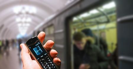 В метро увеличилось количество владельцев смартфонов Vertu