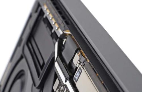 На Apple снова подали в суд из-за проблем с дисплеями MacBook Pro